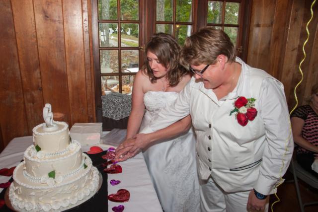 Couple cuts cake